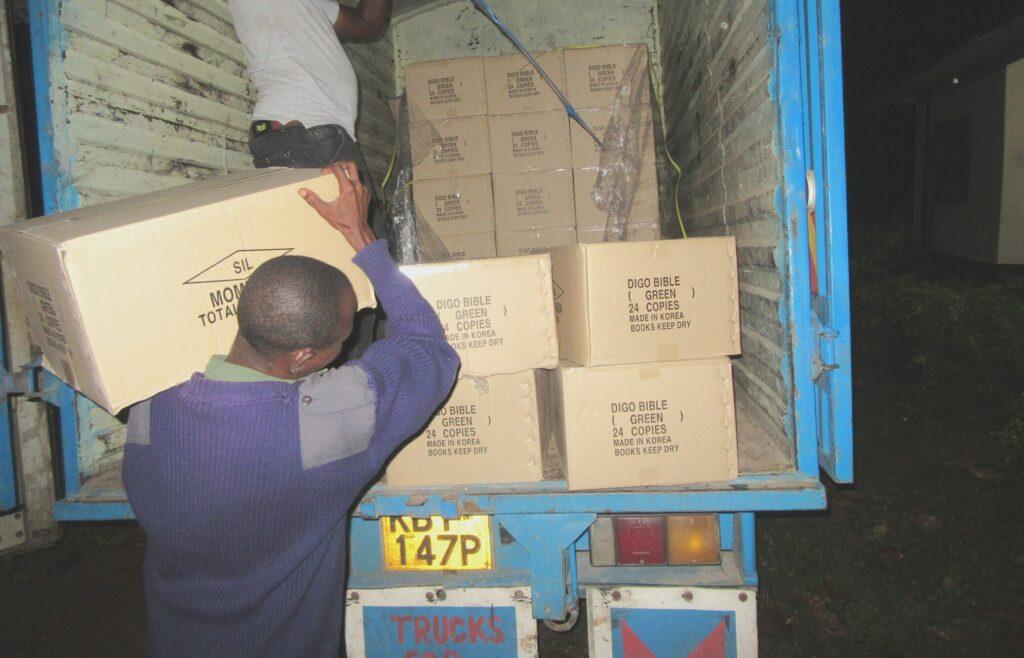 Fire sprog i Kenya får deres egen Bibel i 2021